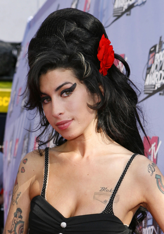 Amy winehouse beehive hairstyle talk hairstyles