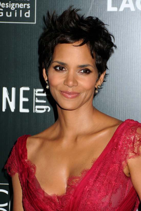 Halle Berry Short Hairstyles halle berry short straight casual halle berry short straight casual side view Some Attractive Short Hairstyles For Round Faces