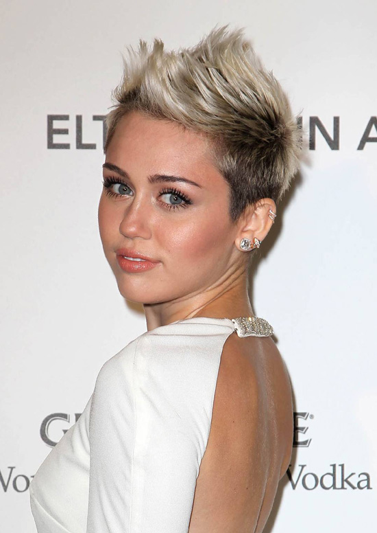 short haircut by miley cyrus talk hairstyles. Black Bedroom Furniture Sets. Home Design Ideas