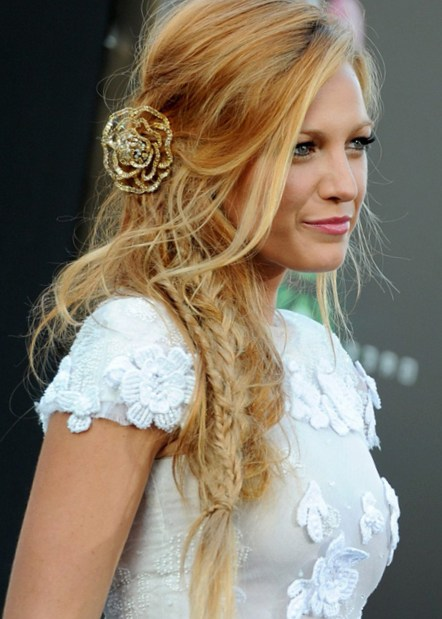 Loose Side Braid Hairstyle Popular Among Many